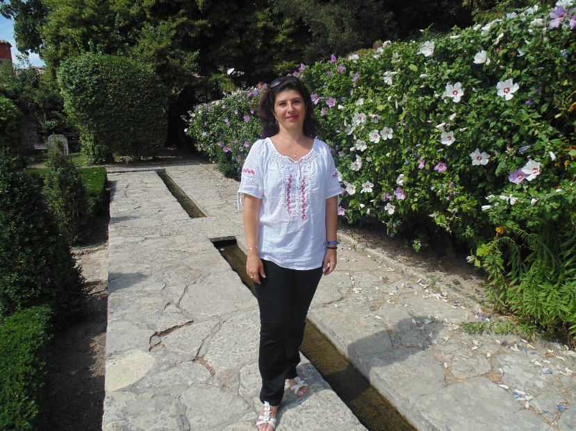 """#DoamneDeNota10 Carmen Moldovan, profesor de Limba Latină: """"Să predai latina nu înseamnă  doar să înveți conjugări și declinări, ci să dezvălui o lume, să oferi copiilor o perspectivă culturală"""""""