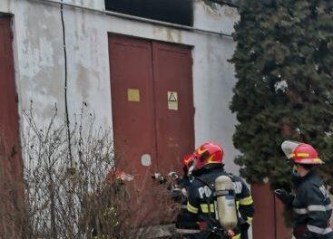 VIDEO Incendiu în curtea Spitalului Municipal Dej. Mai multe corpuri de clădire, inclusiv Policlinica, nu au energie electrică