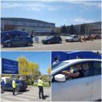 FOTO Cum a decurs prima oră de vaccinare în mașină la Cluj. Persoanele vaccinate sunt ținute sub supraveghere în parcare