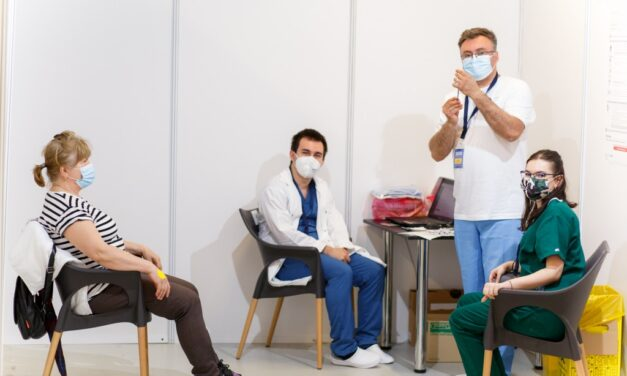 3900 de persoane vaccinate la Maratonul Vaccinării organizat de UMF Cluj