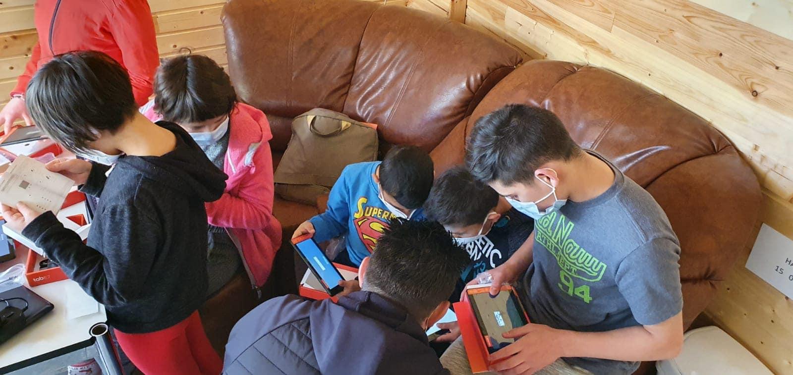 Copiii din mediul rural din Cluj vor testa diferite tehnologii utile în procesul educaţional