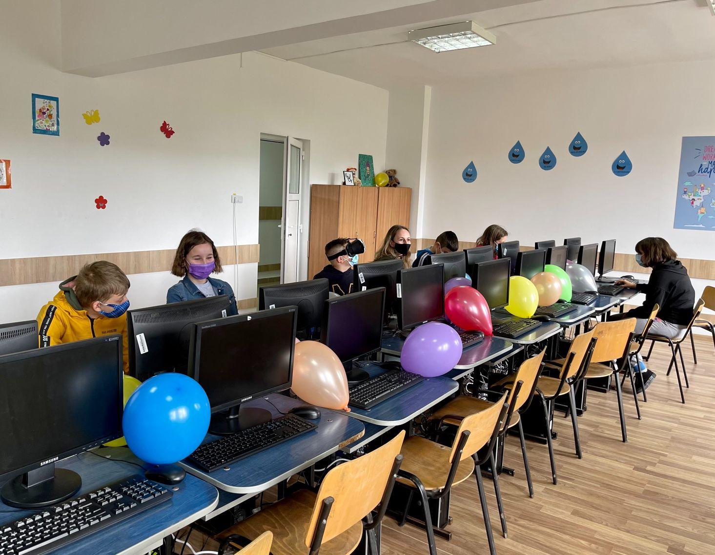 Cum arată un hub IT într-o școală din mediul rural. Surpriza de Ziua Copilului pentru elevii din școala Băișoara