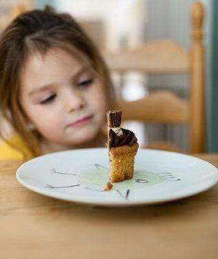 """""""Sănătos de mic"""", proiectul care îi învață pe părinți cum să prevină obezitatea copiilor. Recomandări de la prof. Nicolae Hâncu, în cadrul FICT"""