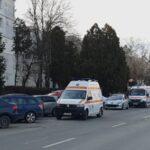 """Ambulanța Cluj supraviețuiește cu ajutorul voluntarilor de la UMF. Director SAJ Cluj: """"Ar trebui să se implice și farmaciile și medicii de familie în activitatea de testare"""""""