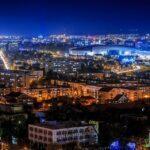 Cluj-Napoca: mască obligatorie și în aer liber, circulație interzisă pe timpul nopții și magazine închise la ora 22:00. Restricțiile intră în vigoare de joi