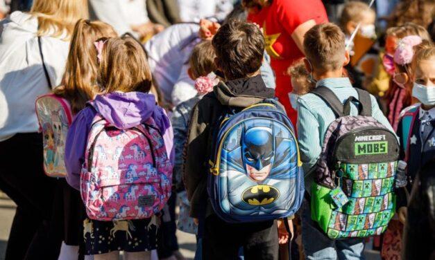Situația COVID în școlile din Cluj: aproape 10.000 de elevi fac cursuri online. Peste 500 de copii și aproape 200 de dascăli sunt infectați